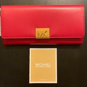 NEW Micheal Kors Mindy Carryall Leather Wallet